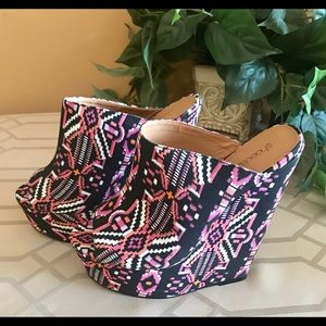 Fabric print wedge heels.
